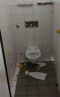 Augsburger_verwüsten-Toiletten (3)