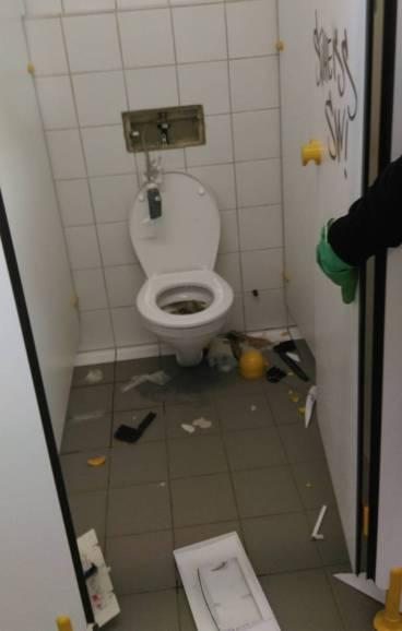 Augsburger_verwüsten-Toiletten (5)