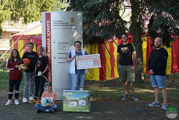 FC05-Fans helfen: Kalenderverkauf und Spendenaktion für das Tierheim Wannigsmühle und das Jugendhilfezentrum Maria Schutz